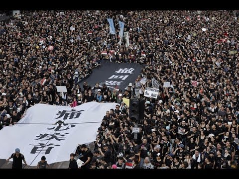 香港!香港!两百万人大游行!习近平国外逍遥庆生,惨遭某人捉弄
