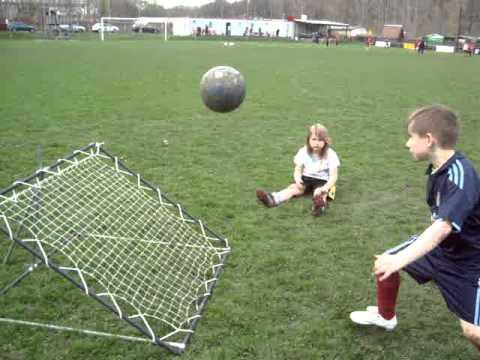 Мяч на резинке и веревке - футбольный тренажер докабол - YouTube