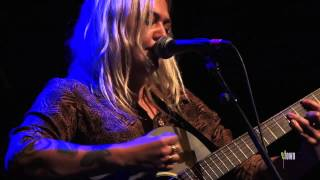 "Elle King - ""I Told You I Was Mean"" (eTown webisode #298)"