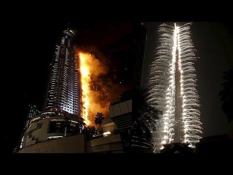 Un gratte-ciel prend feu au cœur de Dubaï