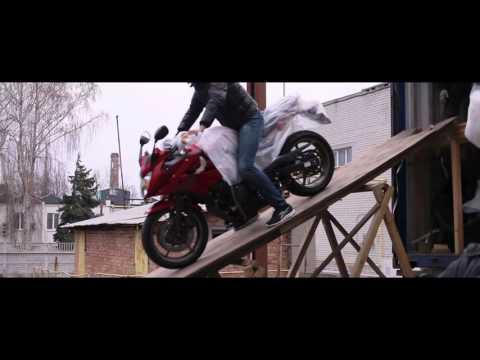 Разгрузка контейнера с мотоциклами . Март 2016.  Днепропетровск