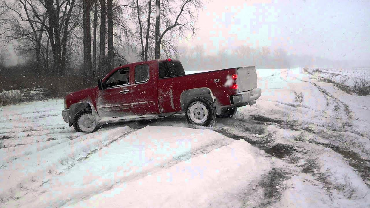2013 Chevy Silverado winter drifting / sno mudding - YouTube