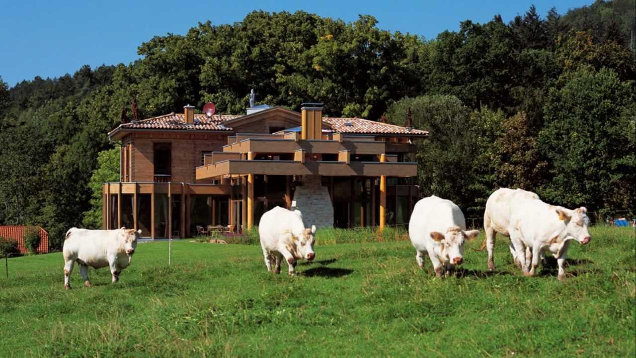 Luxuriöse blockhaus villa im toskana stil