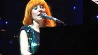 Tori Amos - Yes Anastasia live in Bucharest