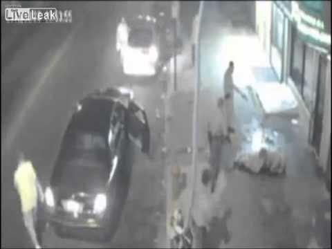 Kenhvideo.com-Thanh niên bị đánh ngoài quán Bar gọi đồng đội đến giết chết chết kẻ thù