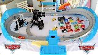 Disney Carros 3 Autódromo Florida 500 - Jackson Storm e Relâmpago Mcqueen Brinquedos