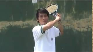 "video pembelajaran teknik pukulan ""forehand"" pada tenis lapangan"