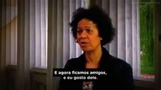 """Mulher negra confrontando o racismo da Ku Klux Klan, na Alemanha - """"The Aryans"""" (Os arianos)"""