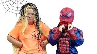 Superhero helps Rapunzel Funny videos for kids 슈퍼히어로 친구 도와주기 라푼젤 장난감 놀이 LittleJoy