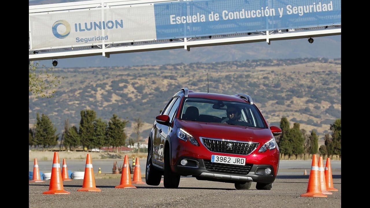 Peugeot 2008 1.6 HDI 2016 - Maniobra de esquiva (moose test) y eslalon   km77.com
