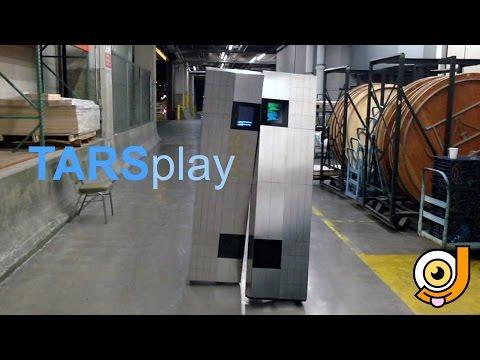 Un disfraz de TARS, el robot de Interstellar