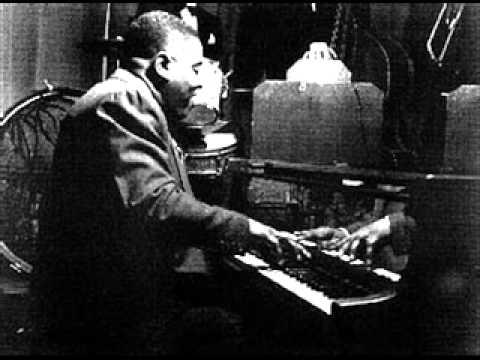 Art Tatum plays Caravan (1940)