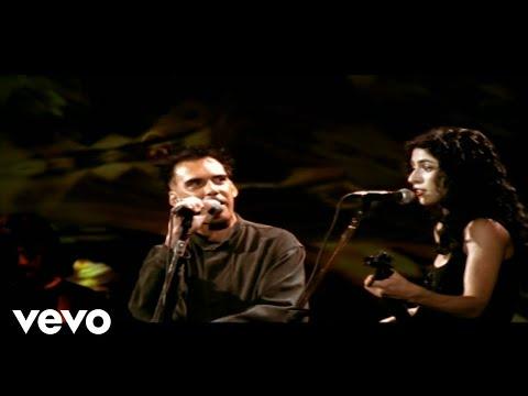 Music video by Marisa Monte, Arnaldo Antunes performing Paradeiro. © 2005 Monte Criação E Produção Ltda