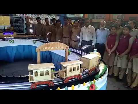Perambur  Carriage  Works Apprentice Makes Runing Model Purely By Wood