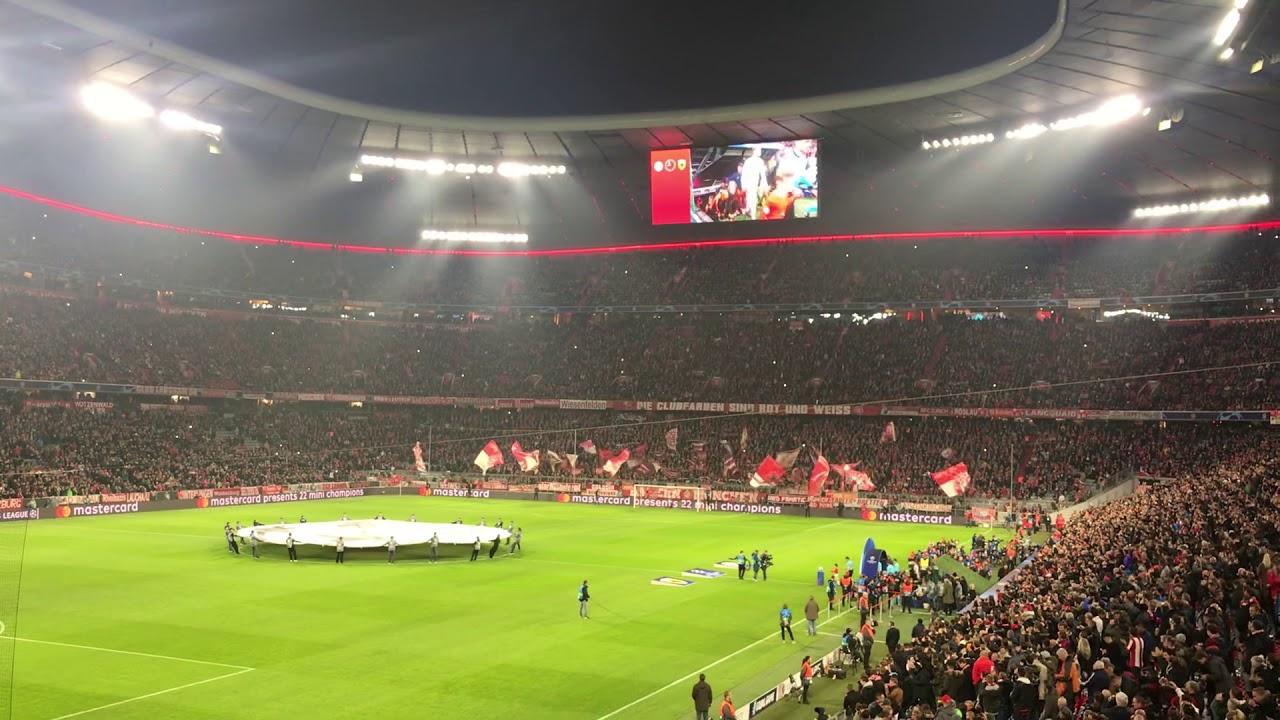 FC Bayern München vs AEK Athen...