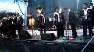 Dos corazones - Banda Sierra Linda  en vivo