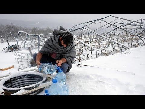 شاهد: تدني درجات الحرارة يزيد من معاناة مئات المهاجرين في مخيمات اللجوء البوسنة…  - 17:00-2021 / 1 / 17