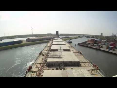 Bremen Industriehafenschleuse Panmax MS Mendocino