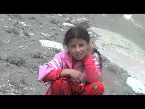 Памирские девочки из села Лангар