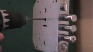 Взлом замка BORDER, методом высверливания.(Взлом замка BORDER (ЗВ9-6 ПК.3/15) , методом высверливания стойки хвостовика через защитную пластину - 3 минуты., 2009-07-07T06:46:08.000Z)