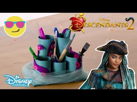 Descendants 2 | Craft Tutorial: Uma's Desk Organiser 🐙 | Official Disney Channel UK