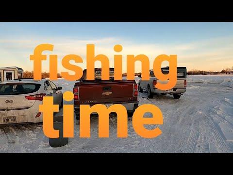 beautiful afternoon walk in Canada// frozen Prairies river