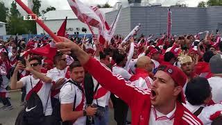Меганашествие! Фанаты из Перу раскачали центр Екатеринбурга барабанами и песнями