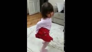 Defne'den dansöz şov!