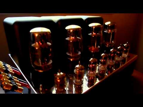 McIntosh Mc275 amp, C22 60th Anniversary preamp, & Mr88 tuner overview.