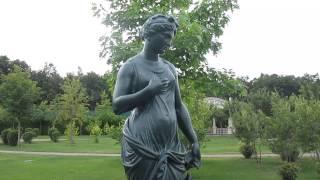 Женщина с собакой, скульптура памятник, резиденция Межигорье, Украина