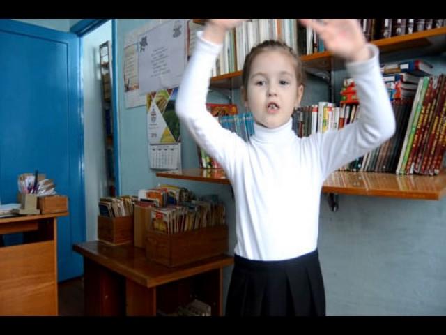 Изображение предпросмотра прочтения – ГлухихУльяна читает отрывок изпроизведения «Бородино» М.Ю.Лермонтова