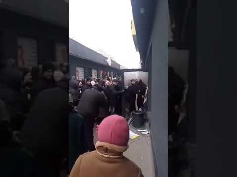 Гидности вам в ленту!  Днепропетровцы штурмуют магазин одежды, бывшей в употреблении