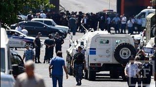 В центр Еревана стянуты полицейские и спецтехника