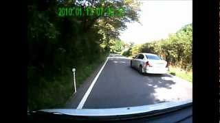追い越し後、対向車にクラクションを鳴らされるティアナ (事故寸前?) thumbnail