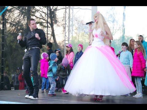 Виталий Гогунский актер сериала ,, Универ  и певица Татьяна Тузова - Russian Barbie