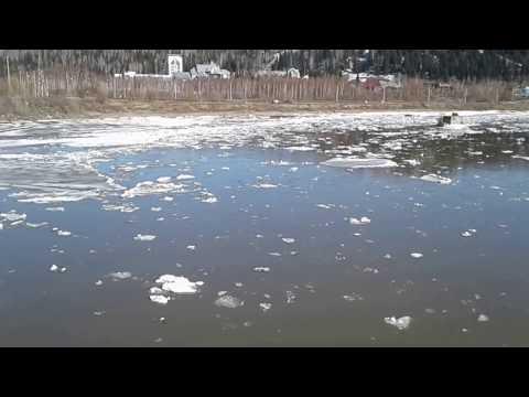 Ледоход на реке Мрас-Су в городе Мыски