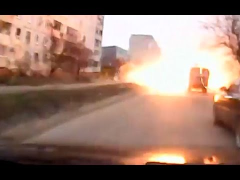 Dramatic video of driver's lucky escape during shelling in Mariupol