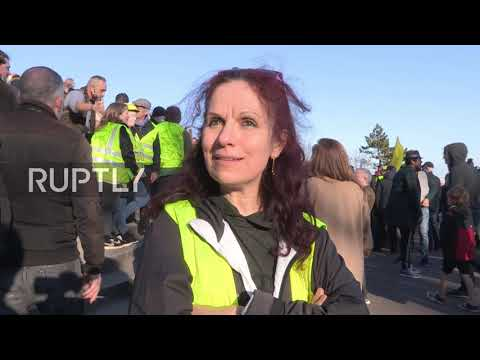 """France: """"Yellow Vest"""" protesters march through Paris against Macron policies"""