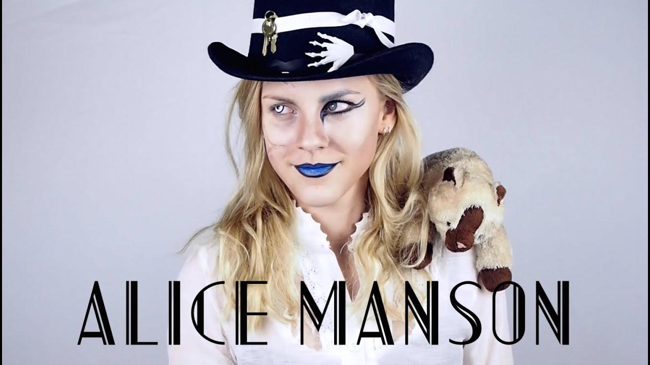 Lewd und verspielte Hure Alice Manson will irgendwie streicheln und Schwanz lutschen