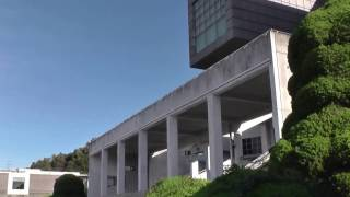 要塞のような外観から映画「図書館戦争」では、小田原・情報歴史図書館として図書隊と良化隊の大攻防戦の舞台に。多くの北九州市民エキスト...