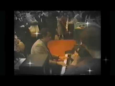 Placido Domingo en vivo canta e interpreta al piano GRANADA