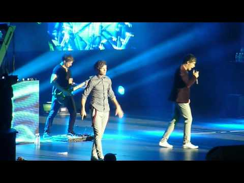 One Direction - Sydney concert - Tell Me A Lie