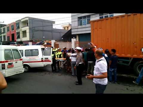 Kecelakaan Maut Di By Pass Bukittinggi tgl 9 okt 2017, Proses pengangkatan Korban yg terjepit