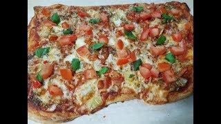 Pizza Crujiente con Tomate y Albahaca para Navidad Receta