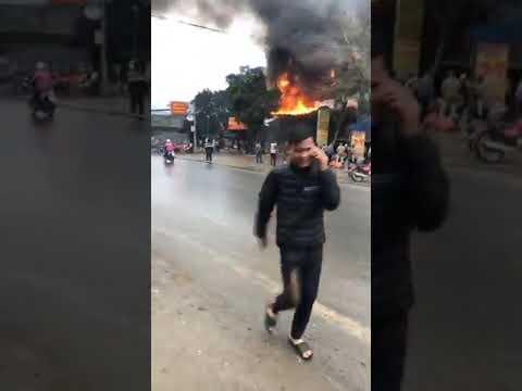 Hà Giang Cháy Nhà xe Ngọc Cường ở Hà Giang. Chưa rõ nguyên nhân xảy ra cháy Phần 1 còn tiếp