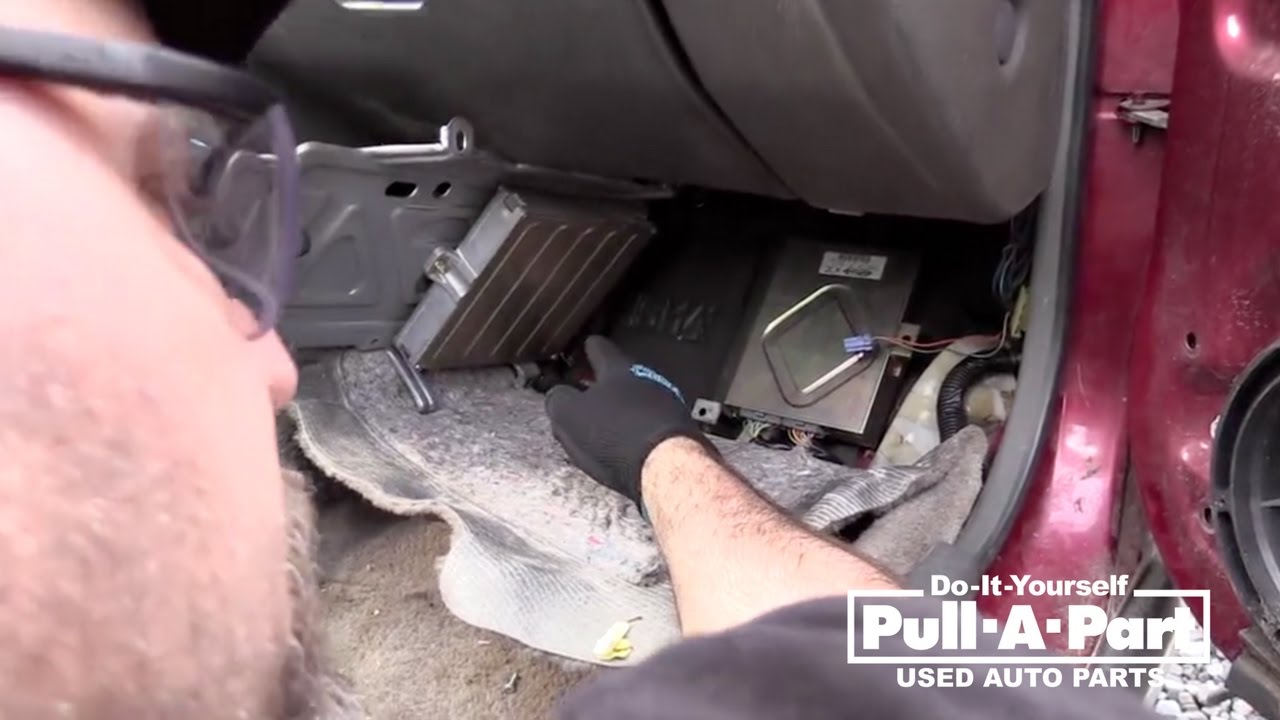 Crv Honda 2013 >> How to Remove a Honda Computer on the Salvage Yard - YouTube
