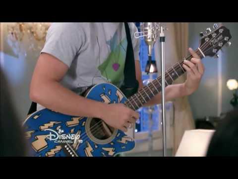 Simon canta música en ti : fiesta de ámbar : capítulo 73 momento musical - soy luna