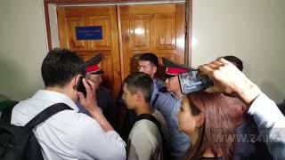 В Бишкекском горсуде проходит акция поддержки Сапара Исакова