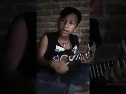 RIO pengamen losarang menyanyikan lagu LAONEIS