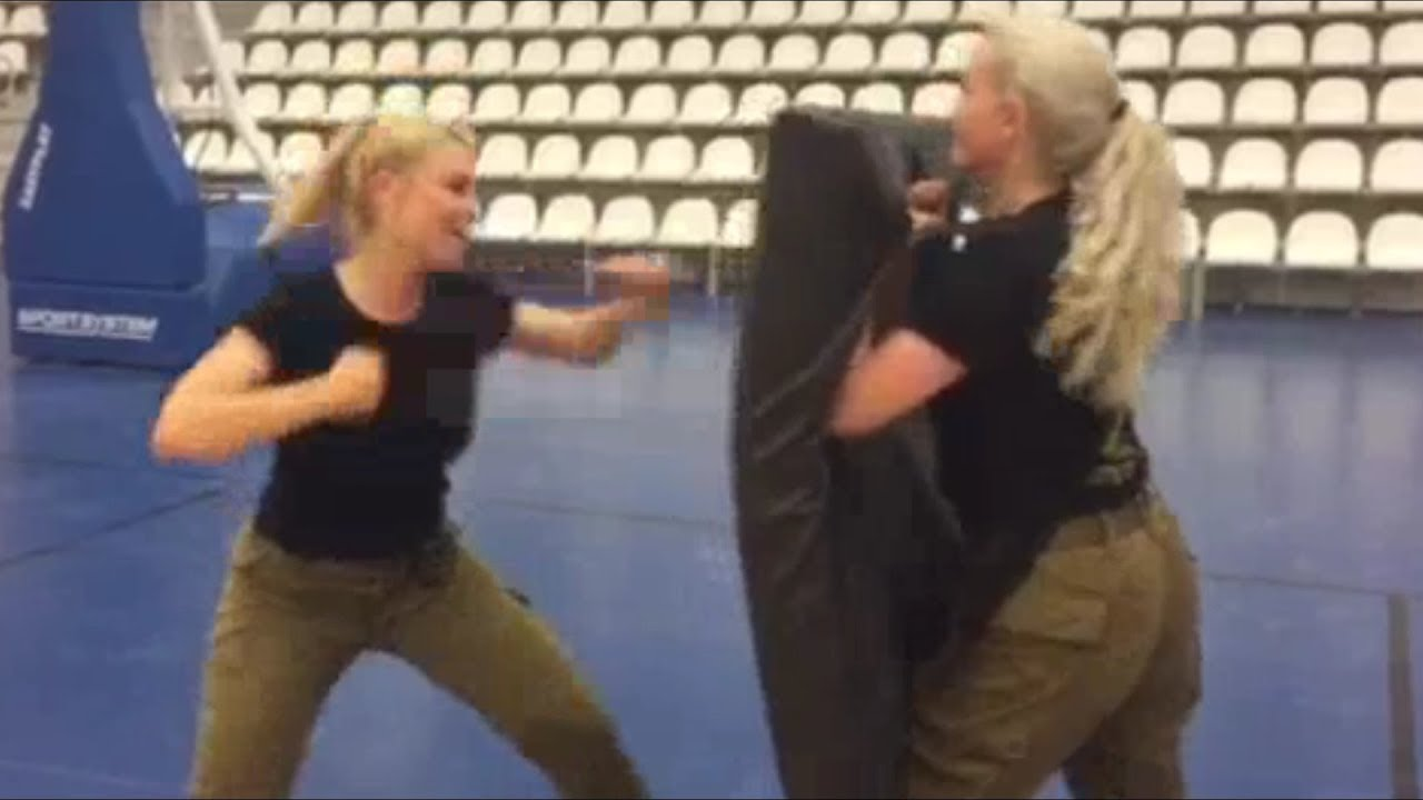 Israeli women soldiers combat fitness training IDF girls ...